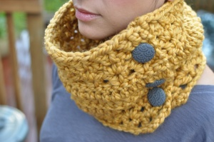 Cowl by Pretty Knotty Sweatshoppe (Find her @ The Royal Bison!) I have this cowl and love it!